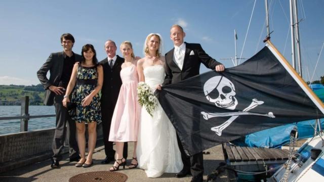 Hochzeitsfoto am Piratenschiff