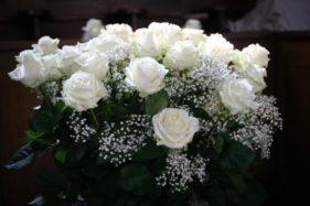 Blumen in der Kirche