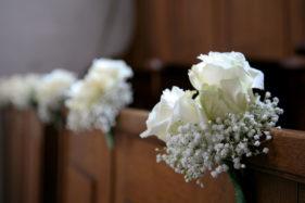 Hochzeitsfoto, Blumen in der Kirche