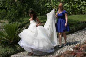 Braut mit Schleppe