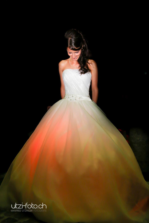 Hochzeitsfoto - Leuchtendes Brautkleid