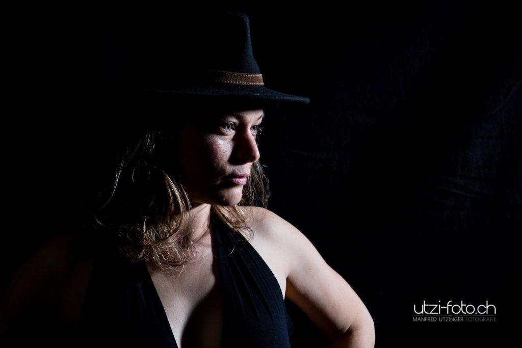 Schönheit auf Schwarz Fotoshooting