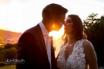 Romantischer Kuss im Sonnenuntergang